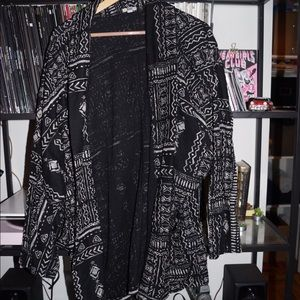 B&W tribal print lightweight jacket/cardigan! SzL